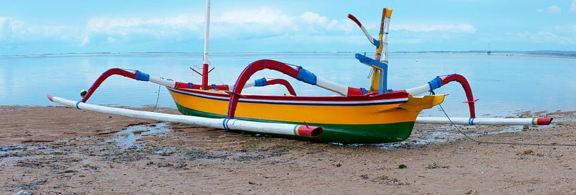 Balineese vissersboot sur Roland de Zeeuw fotografie
