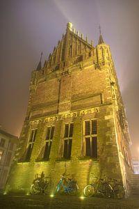 Oude stadhuis van Kampen in de mist