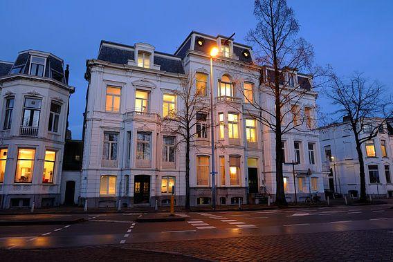 Statig kantoorpand aan de Maliesingel in Utrecht van Donker Utrecht