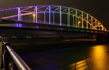 Deventer Wilhelminabrug in regenboog kleuren voor Comingout-Day van VOSbeeld fotografie