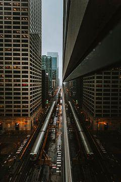 Spiegelung der U-Bahn von Chicago. von Maikel Claassen Fotografie