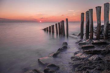 Zonsondergang aan de zeedijk sur Marcel Klootwijk