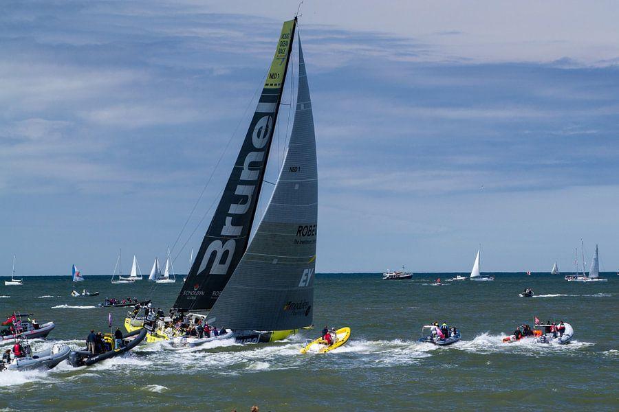 De  start van de Volvo Ocean Race, team Brunel van Marian Sintemaartensdijk