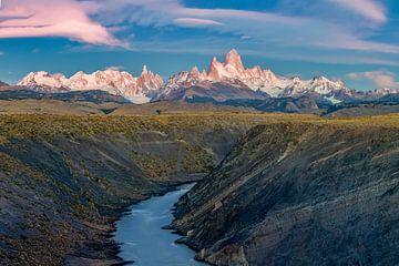 Rio De Las Vueltas Canyon met uitzicht op Fitz Roy van Dieter Meyrl