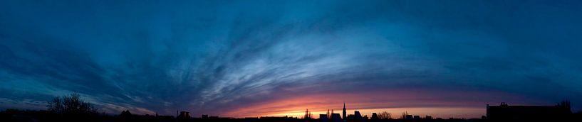 Sunset over Rotterdam van Roelof de Vries
