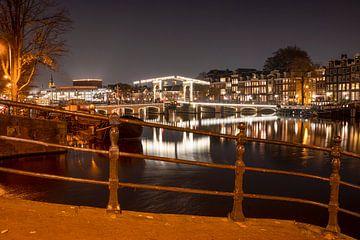 De verlichte Magere brug van Peter Bartelings Photography