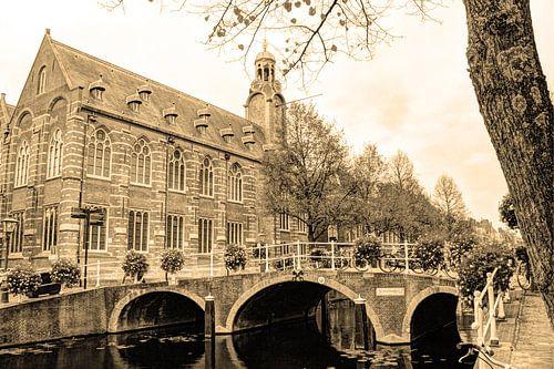 Nonnenbrug met Academiegebouw Leiden Nederland Sepia