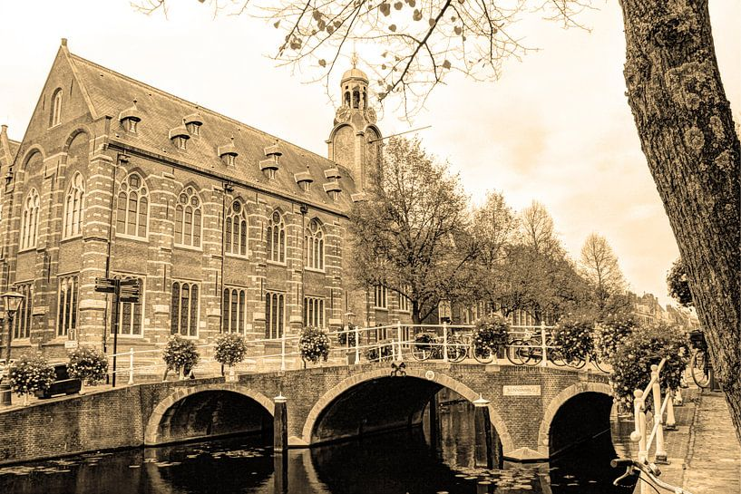 Nonnenbrug met Academiegebouw Leiden Nederland Sepia van Hendrik-Jan Kornelis