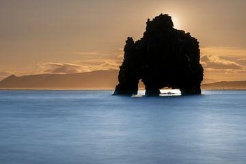 Hvitserkur, het prehistorische beest uit Noord IJsland van Gerry van Roosmalen