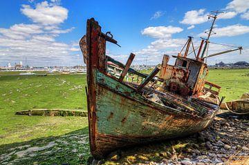 Scheepswrak Bretagne met laag water van Dennis van de Water
