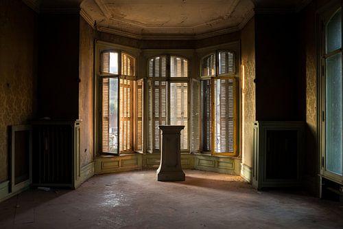 Zimmer in einem verlassenen Schloss.