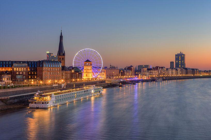 Düsseldorf Blick zur Altstadt von Michael Valjak