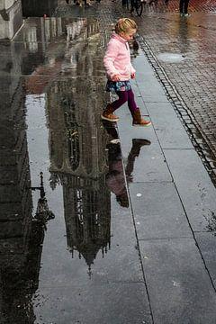 Meisje 'springt'  van de Domtoren sur Dutch StreetPhoto