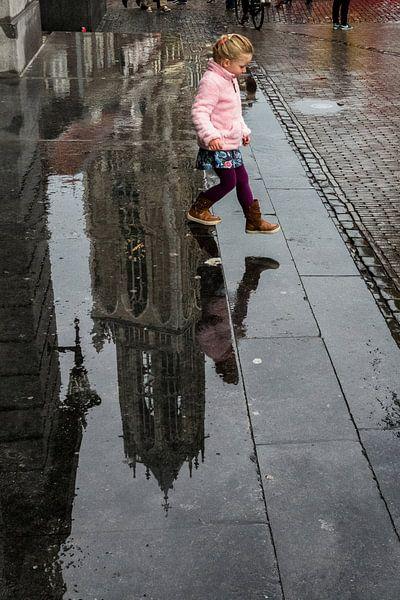Meisje 'springt'  van de Domtoren van Dutch StreetPhoto