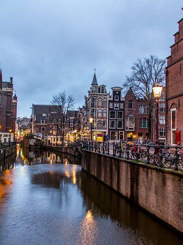 HDR foto van de Grimburgwal in Amsterdam