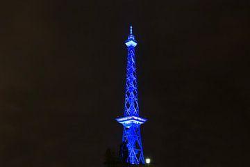 Tour radio de Berlin en lumière bleue