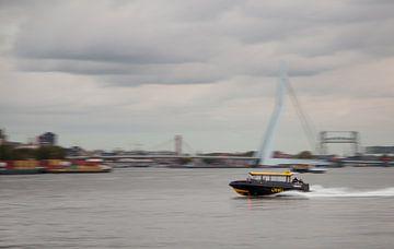 Watertaxi op Nieuwe Maas van
