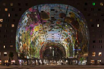 Halle du marché la nuit sur Cor de Bruijn