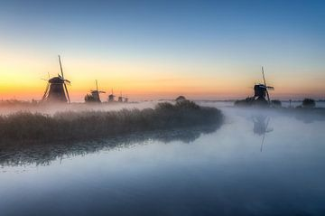 Dawn in Kinderdijk in the Netherlands sur
