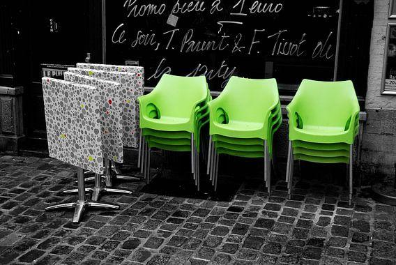 Green chairs van Jolanda Kraus