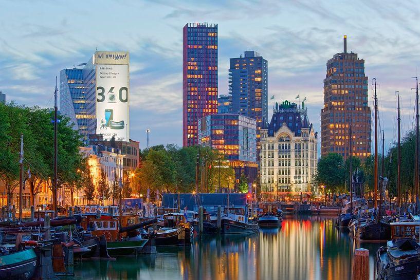 Historische schepen Rotterdam in het Haringvliet met o.a. het Witte Huis. van Anton de Zeeuw