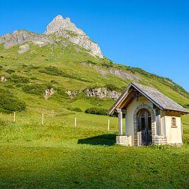 Kapel in de bergen van Johan Vanbockryck