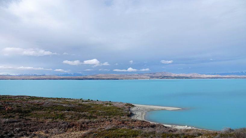 Lake Pukaki, helder blauwe meer  in Nieuw Zeeland van Aagje de Jong