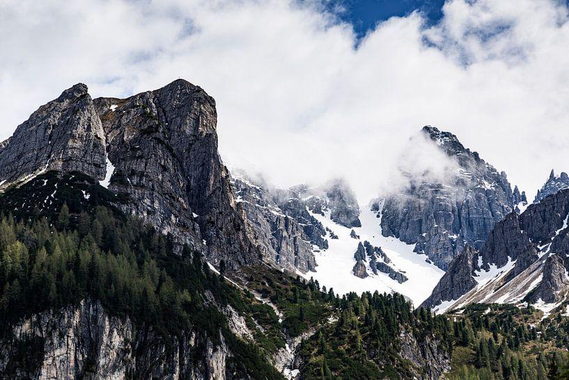 Oostenrijkse Dolomieten in de wolken. Axamer Lizum 2018 van Hidde Hageman
