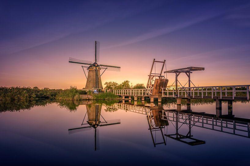 Kinderdijk Night Glow van Michiel Buijse