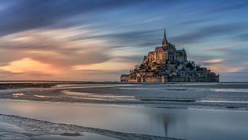 Mont Saint Michel : reflets dans l'eau au coucher du soleil sur Rene Siebring