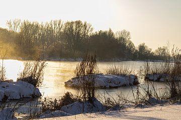 Zonsopkomst met sneeuw en ijs van Stefanie Wouters-Kersten