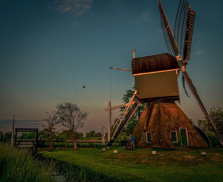 De molen van Tienhoven in de avondzon. van Robin Pics