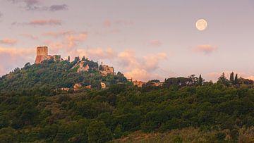 Volle maan bij Rocca di Tentennano, Toscane, Italië van Henk Meijer Photography