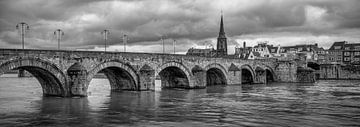 St.Servaos Brögk - Mestreech - Sint Servaasbrug, Maastricht in zwart en wit