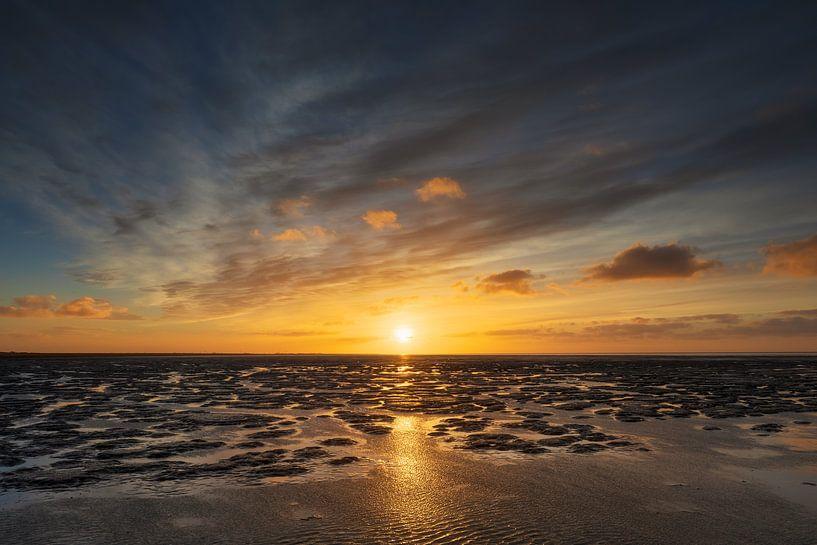 De Waddenzee bij zonsondergang van Karla Leeftink