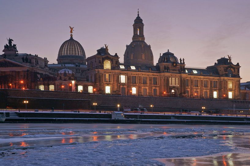 Dresden at wintertime van Gunter Kirsch