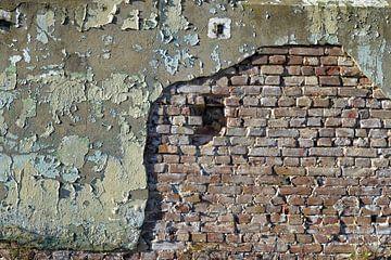 mooie oude vervallen stenen muur van Gerard Veerling