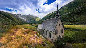 Kerkje van Gletch in de Zwitserse Alpen van Rens Marskamp