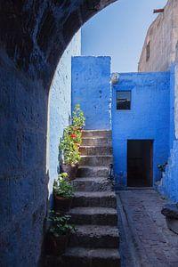 Doorkijkje met trap  Santa Catalina klooster Arequipa, Peru