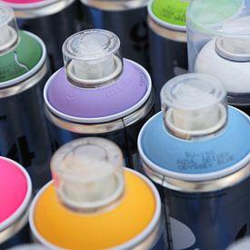 Verschiedene Farben von Graffitispraydosen von Shot it fotografie