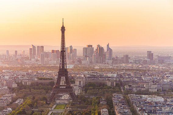 The Eiffel Tower in Paris van Werner Dieterich