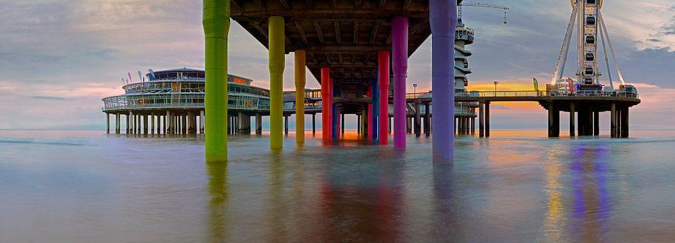 Panorama onder de pier van Scheveningen van Anton de Zeeuw