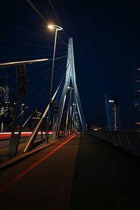 De Erasmusbrug in Rotterdam in de nacht van Robin Bergenhenegouwen