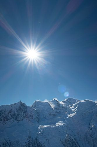 Stralende zon boven de Mont Blanc van Menno Boermans