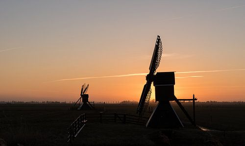 "Molen ""Hoogland"" nabij Leeuwarden net na zonsondergang"