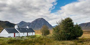 Huis in Schotse hooglanden von Rob IJsselstein