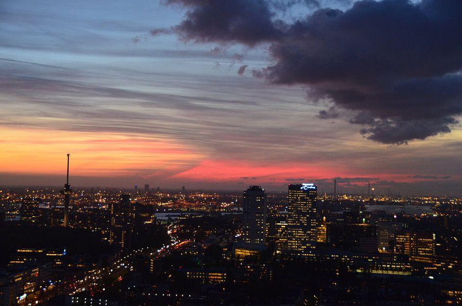 Vroege wintersavond In Rotterdam