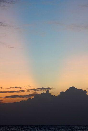 Zonsondergang met een blauwe straal van Andrew Chang
