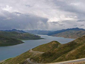 Tibetische Bergsee von Gert-Jan Siesling