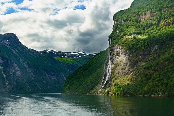 Geigenkamm fjord Norway van Gerard Wielenga